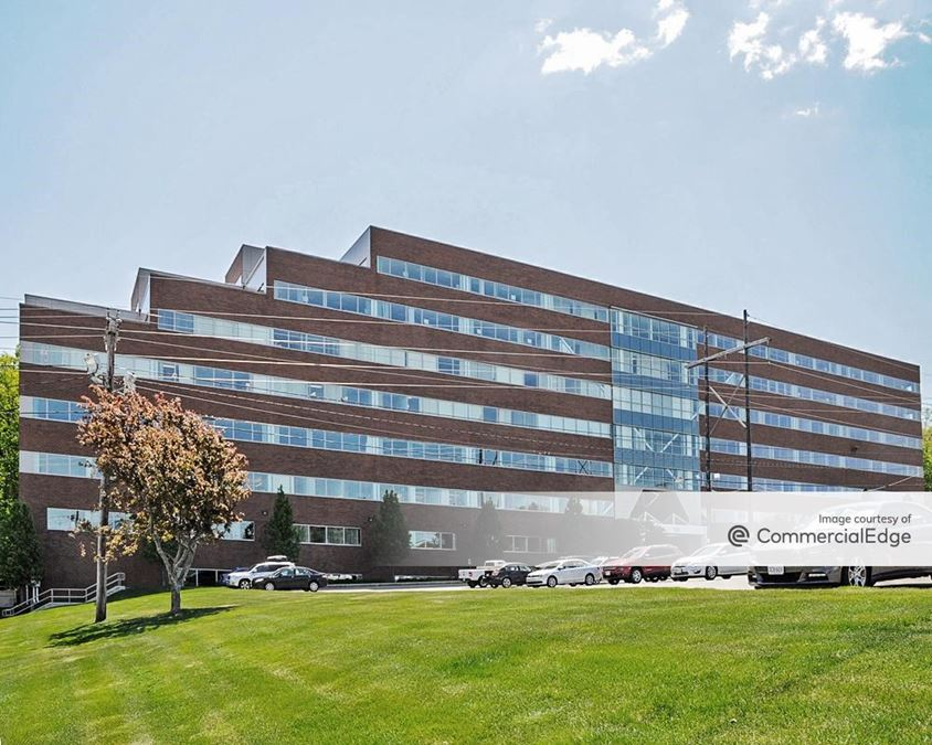 Fifth Avenue at Citypoint - 100 5th Avenue