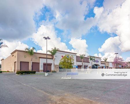 Commons at Chino Hills Shopping Center - Chino Hills