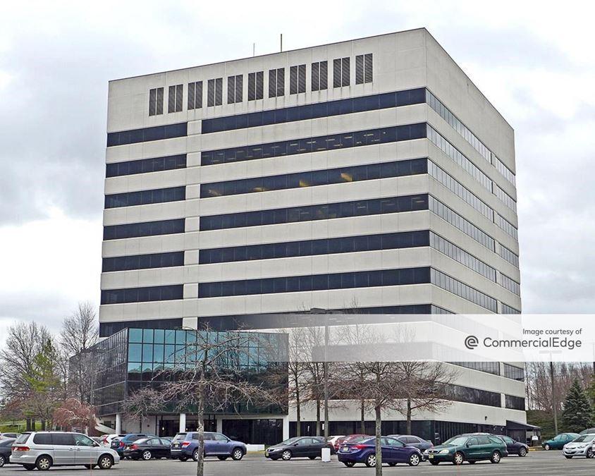 10 Woodbridge Center Drive