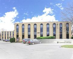 Centrum Office Plaza - Bloomingdale