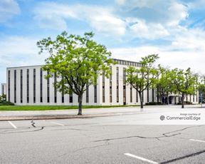 Octagon 10 Office Center
