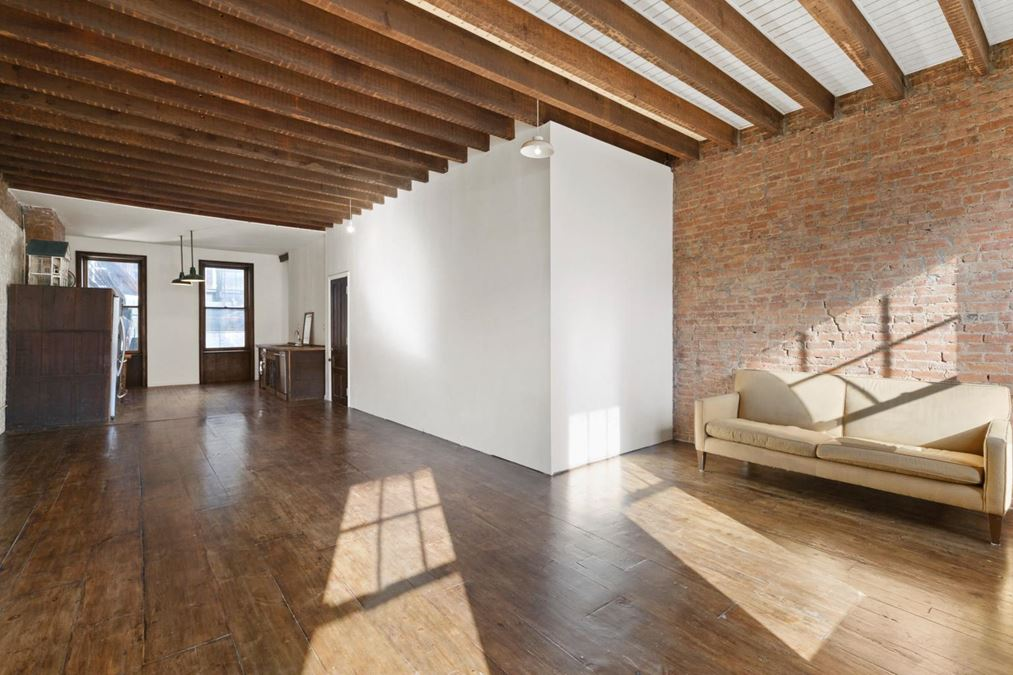 19 Greenpoint Ave