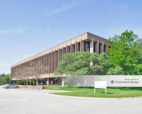 Walgreens Corporate Campus - 300-304 Wilmot Road