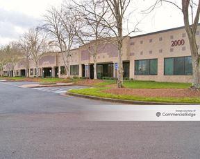 Camp Creek Business Center - 1400-2000 Centre Pkwy