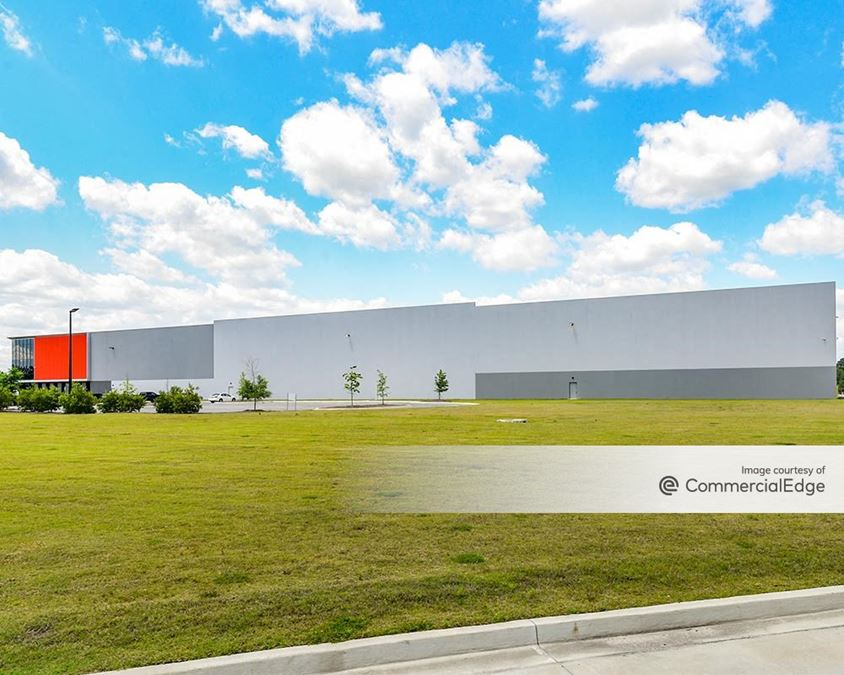 Northport Commerce Center - 590 Northport Pkwy