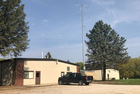 For Sale or Lease: Industrial Building on 5 Acres - Yorkville