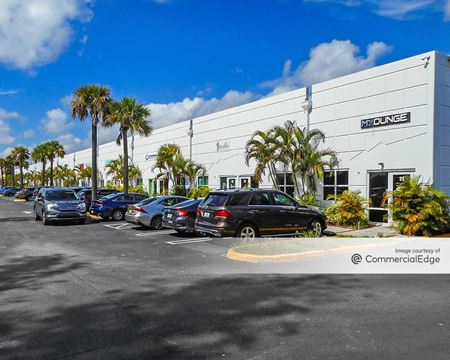 Lakeview Commercial Center - Doral