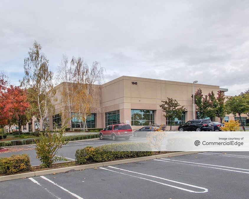 Parkway Corporate Plaza - 1640 East Roseville Pkwy