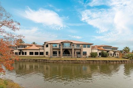 Lake Conroe Waterfront Office | ± 30,000 SF | Blue Heron Bay - Montgomery