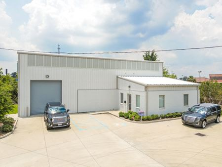 First Class Office Warehouse near I-12 / Airline - Baton Rouge