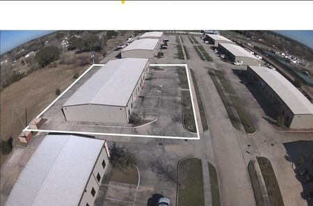 11,200 Office / Warehouse Space in Tomball - Tomball