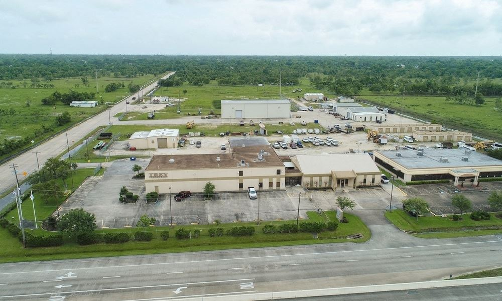 29,909 SF Commercial Building on Emmett F Lowry Expressway