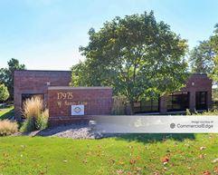 Brookfield Lakes Corporate Center - 17975 West Sarah Lane - Brookfield
