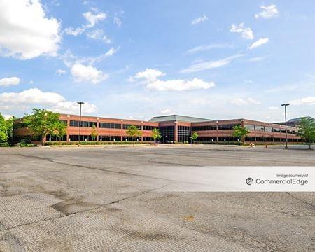 Hamilton Lakes Business Park - 1300 North Arlington Heights Road - Itasca