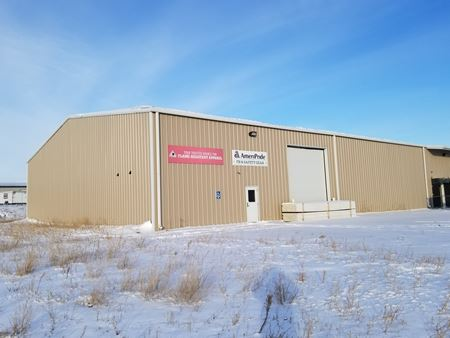 ± 5,000 SF Unit with ± 1.5 Acre Yard - Williston