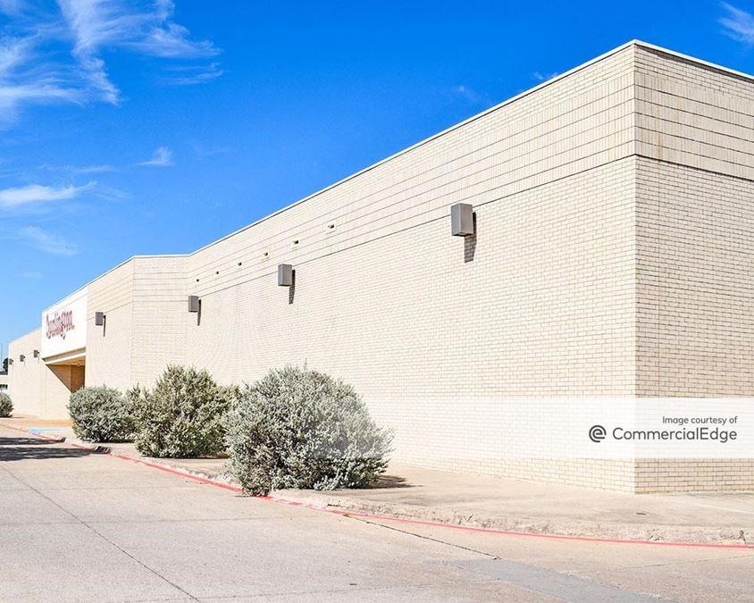San Jacinto Plaza - 2322 San Jacinto Blvd