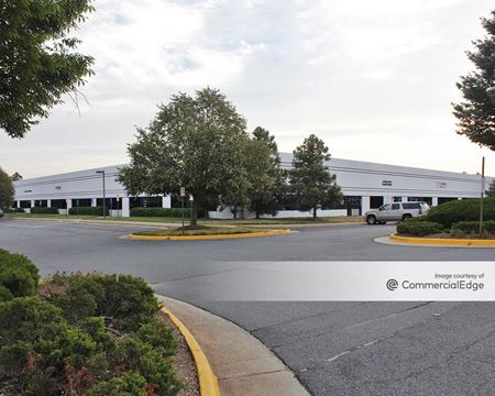 Chantilly Plaza at Dulles Corporate Center - Chantilly