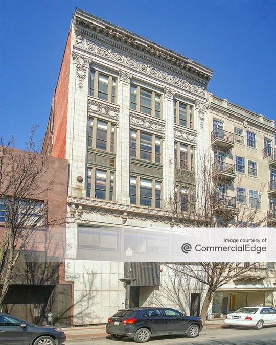 943 West Hamilton Street