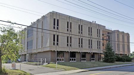 North Oakland Medical Building - Pontiac
