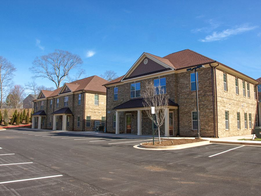 Wade Green Commons   Professional Office Park   ± 1,875 – 10,000 SF
